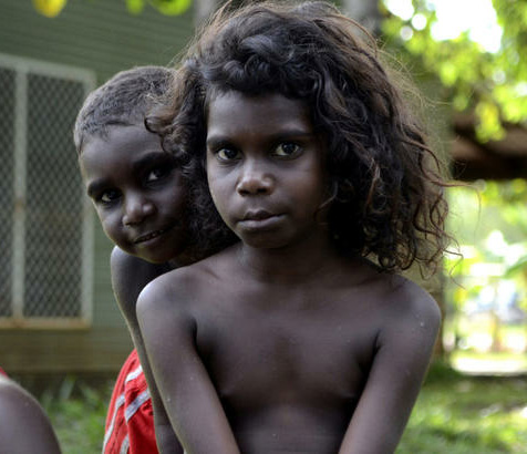 Blonde haired black aborigines — photo 12