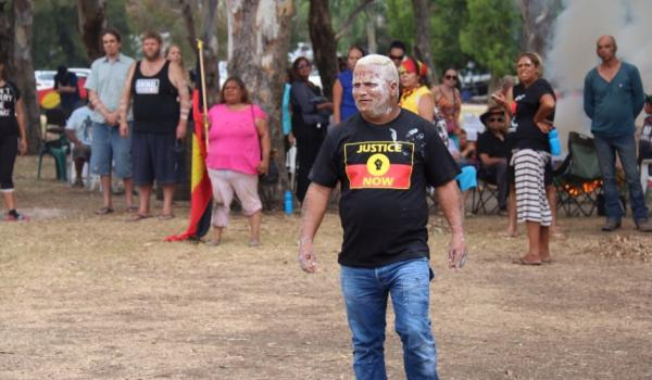 Aboriginal protesters stand their ground as police move in to clear camps at Heirisson Island.  ABC News: Rebecca Trigger
