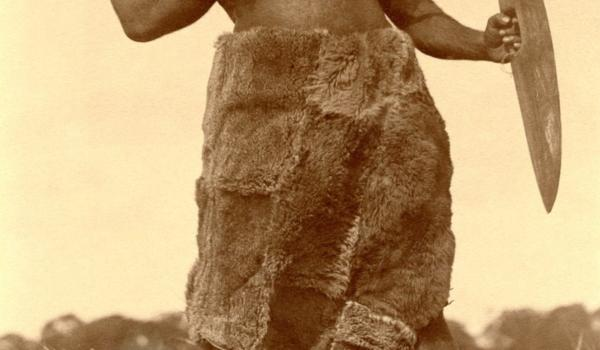 Ngarrindjeri man Louis Ngulgare with reed spear (kaike), spearthrower, shield and kangaroo skin cloak at Point McLeay, South Australia, in 1875 - Samuel White Sweet / IDIDJ Australia