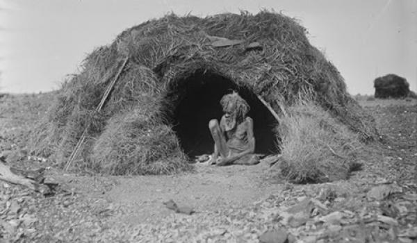 Hut decked with porcupine grass, Eastern Arrernte people, Arltunga district, Northern Territory, August 1920. Photo: Herbert Basedow. Reproduced from glass plate negative (National Museum of Australia)
