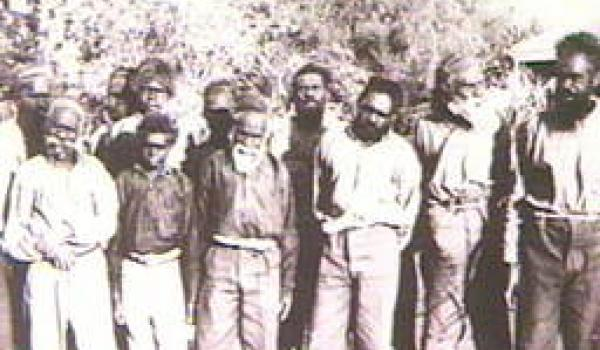 Group of Aboriginal prisoners at Alice Springs (State Library of South Australia)